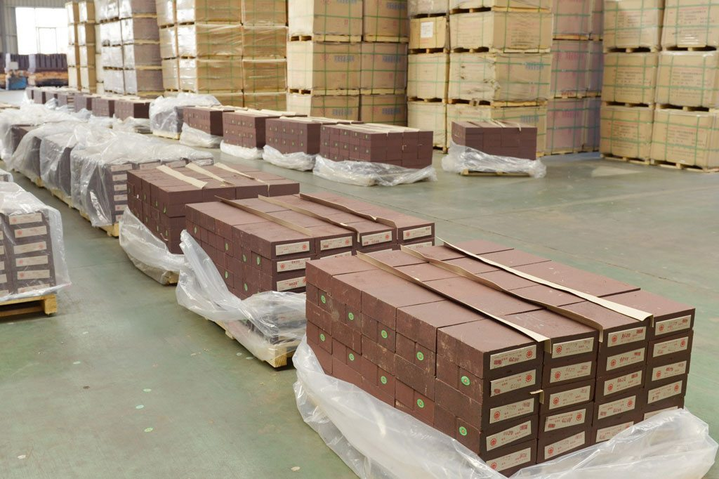Refractory brick packaging